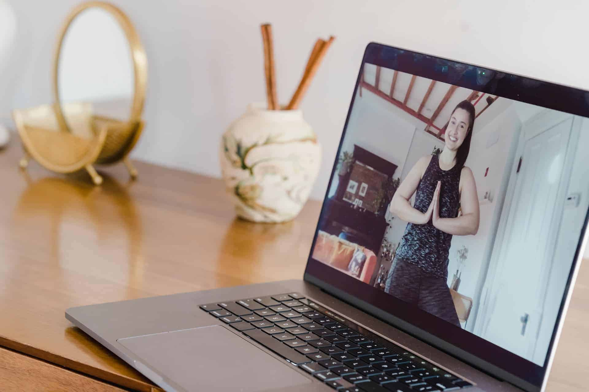 Donner cours de yoga en ligne